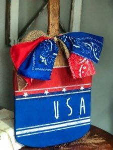 patriotic-cutting-board-decor-final-angle