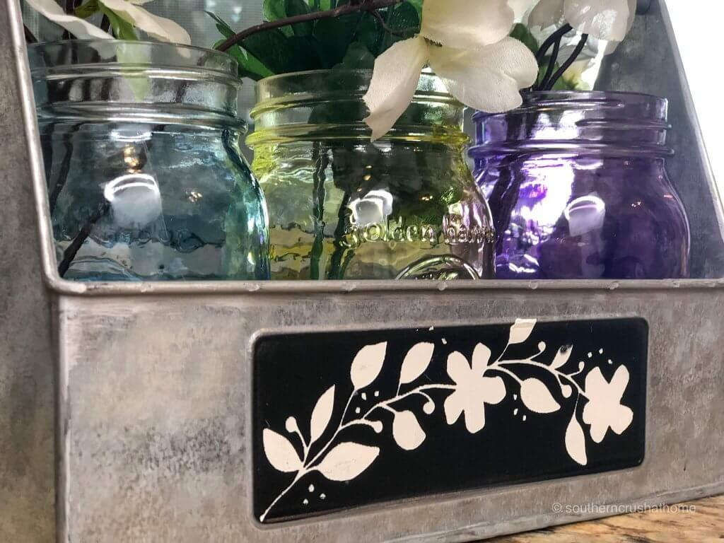 Painting mason jars and using them in home decor