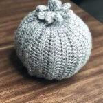 easy-beanie-pumpkins-pom-pom