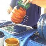 paint-pour-pumpkins-pouring