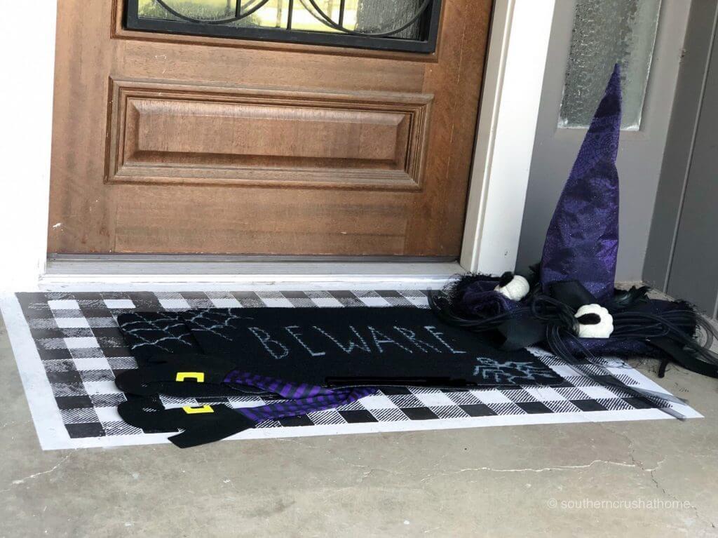 Halloween-stenciled-doormat-diy-flat