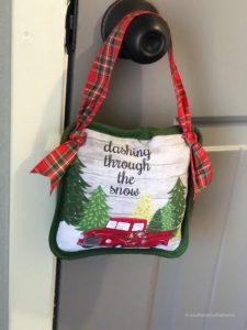 Potholder-Pillow-Doorknob-DIY-final-hanging