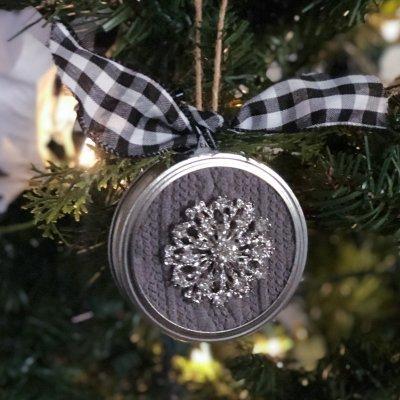 Easy Mason Jar Lid Ornaments