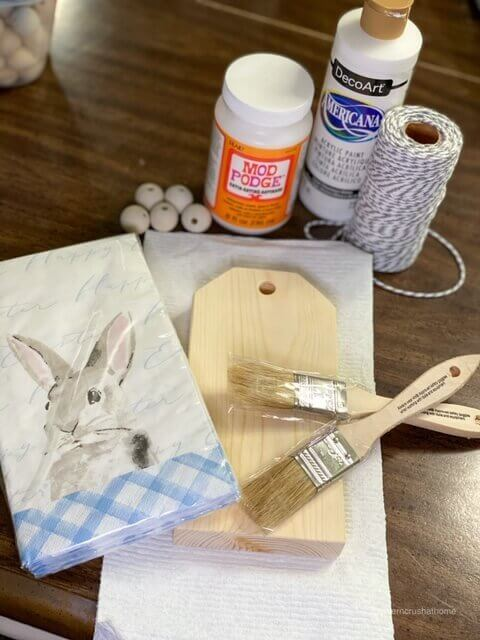 Easter-Bunny-Wooden-Tag-DIY-1