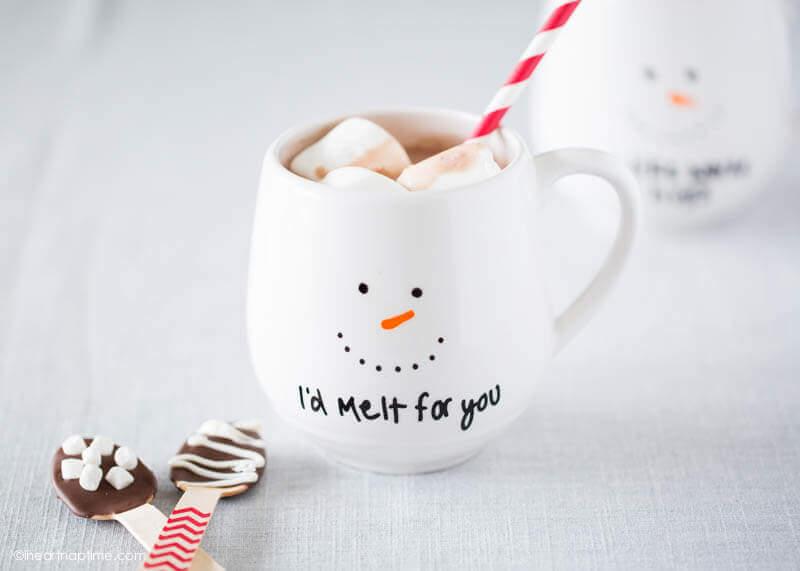 Cute DIY ceramic mug for the holidays