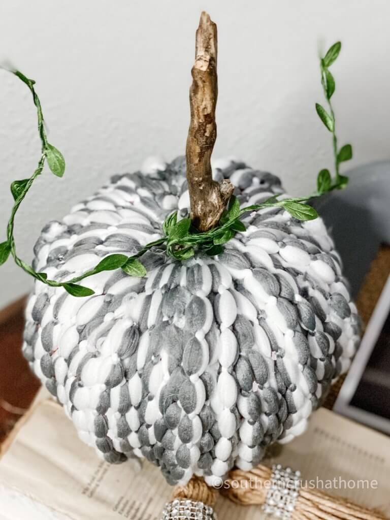 dt-mop-head-pumpkin-diy-closeup
