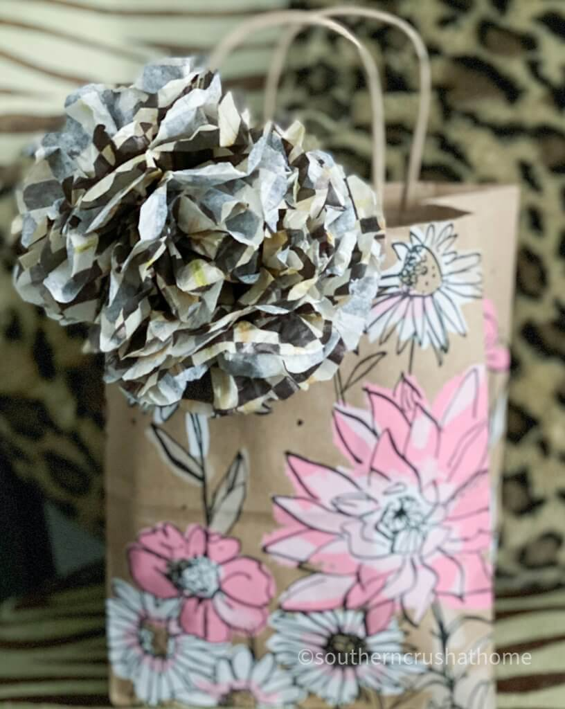 easy-gift-bow-using-tissue-paper