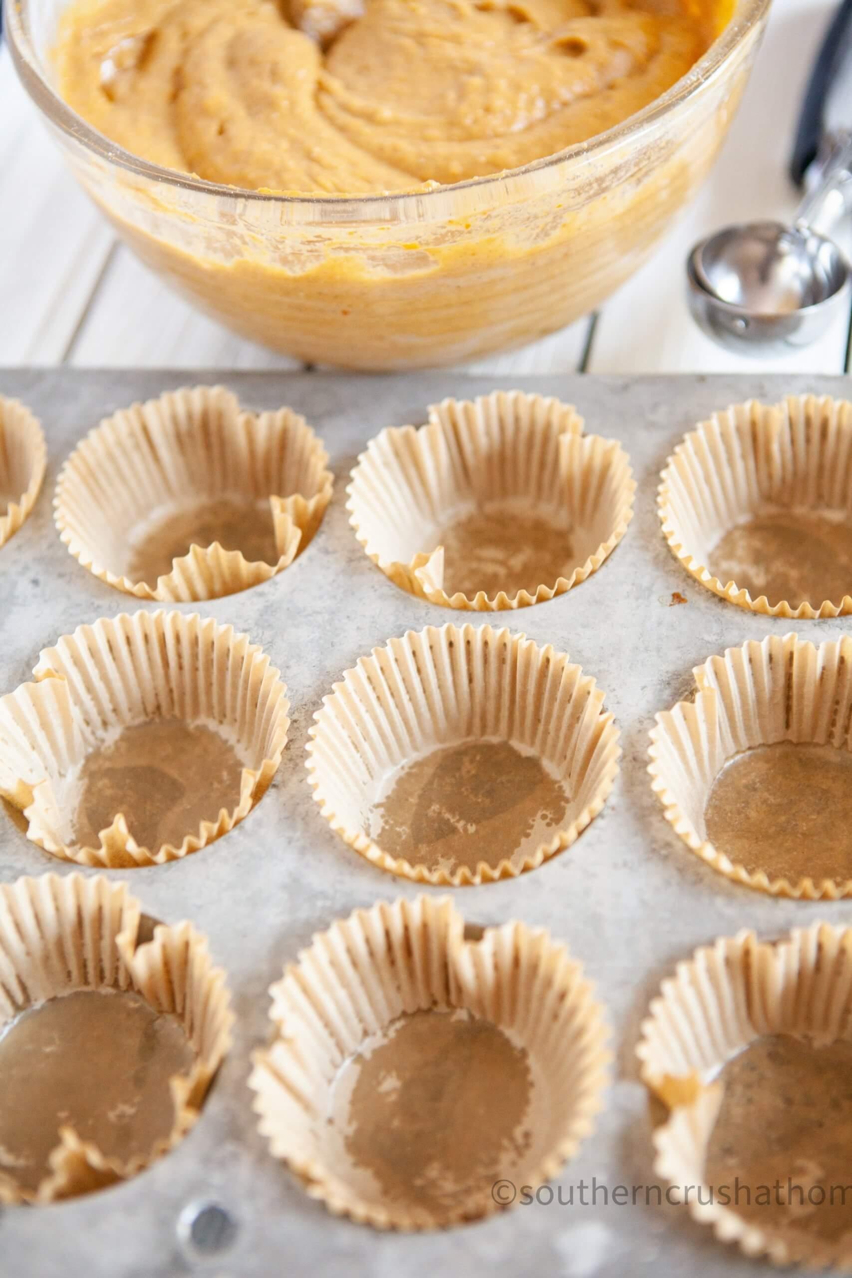 3 ingredient pumpkin muffins baking cups