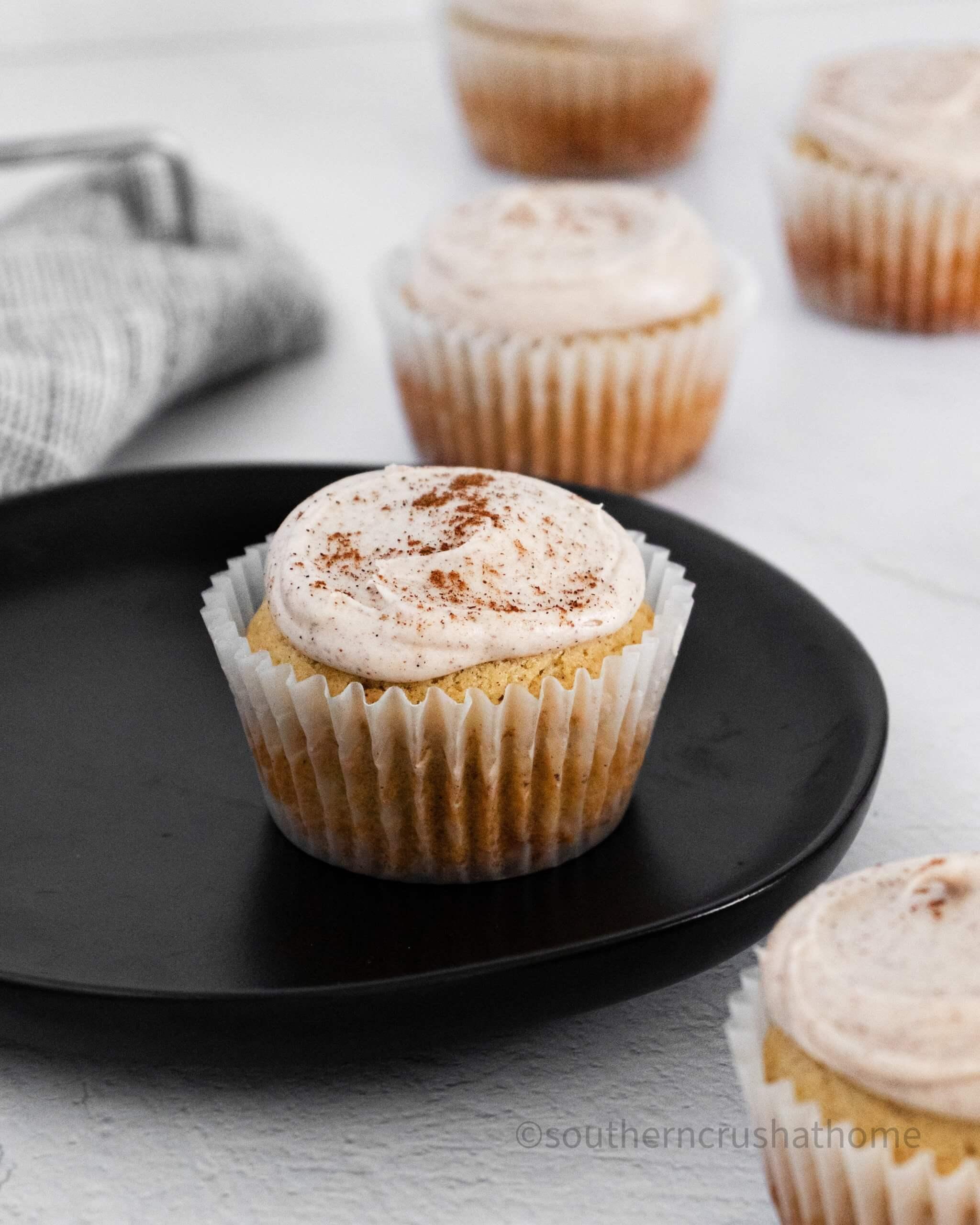 Cinnamon & Vanilla Bean Cupcakes final styled