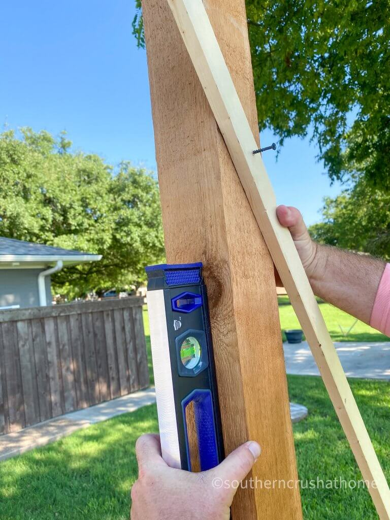 outdoor patio lighting & privacy diy close up bracing