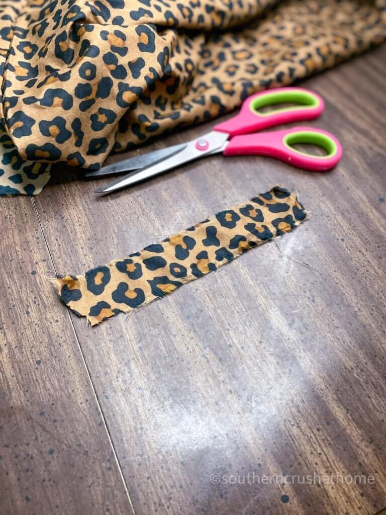 Scrap Fabric Tree Ornament fabric strip