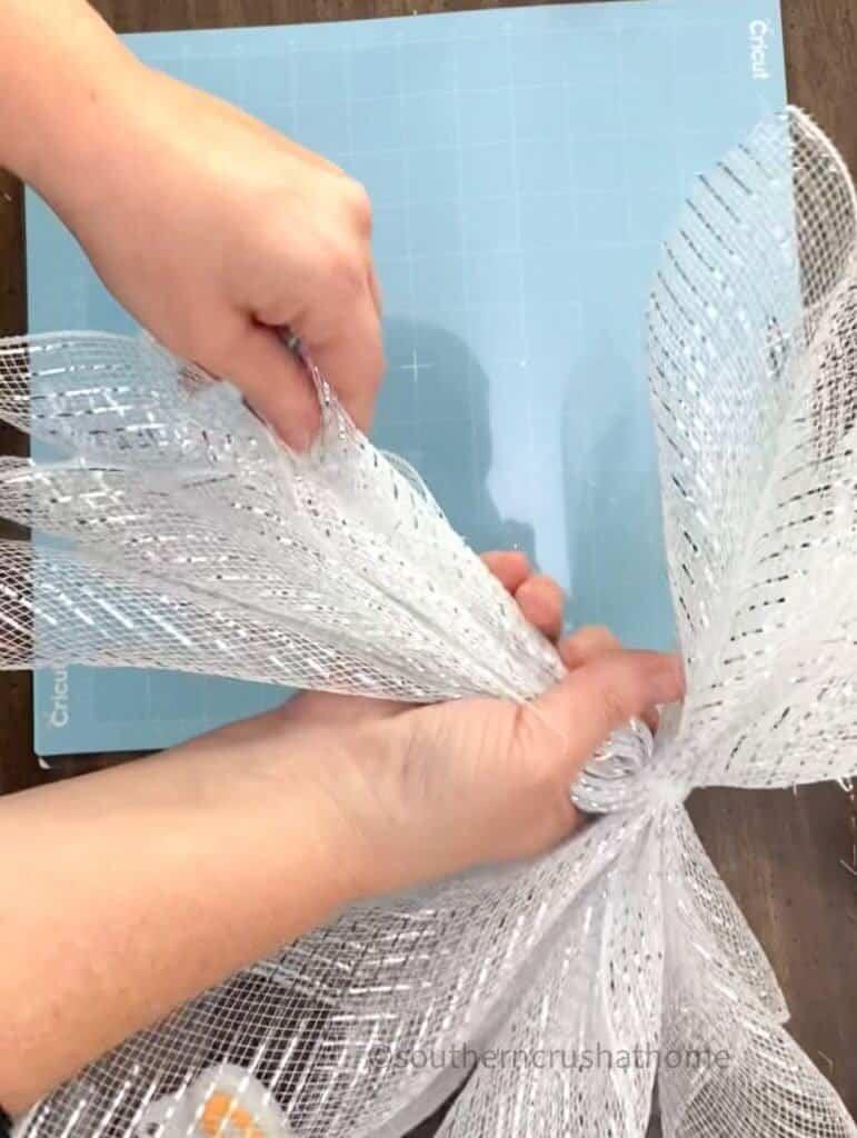 making deco mesh angel