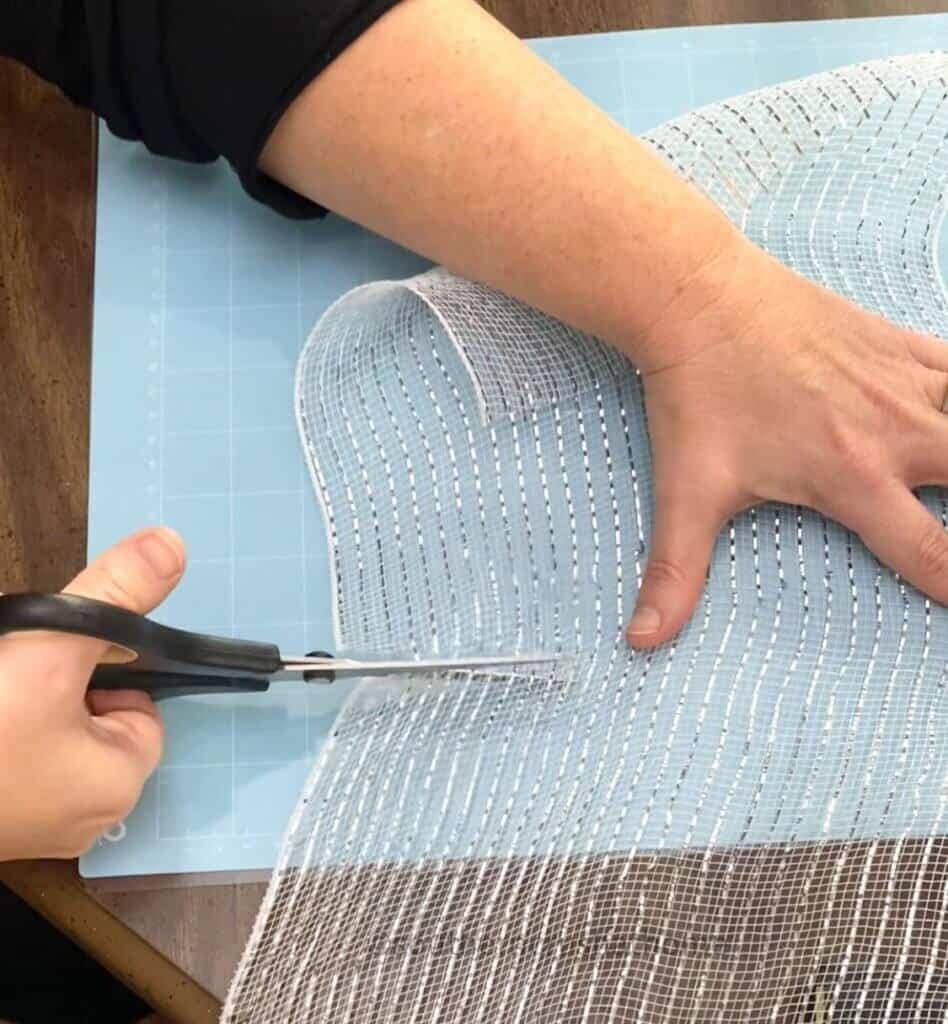 cutting deco mesh