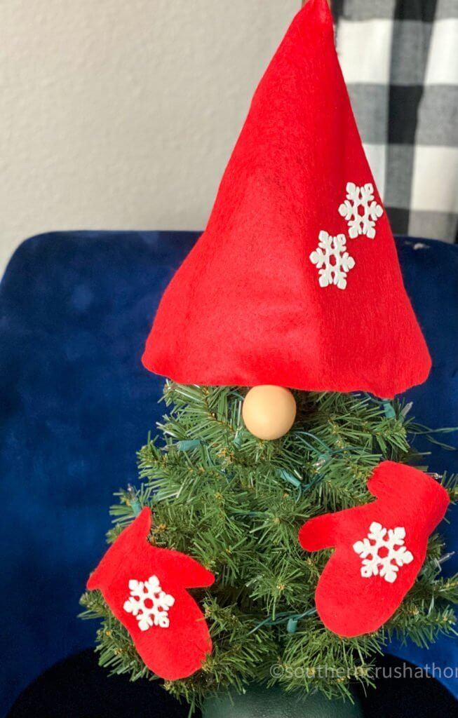 GNOME DIY Christmas Tree without holly