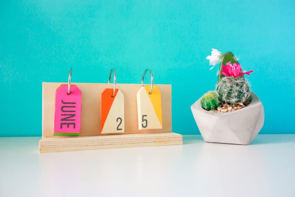 diy cricut perpetual desk calendar