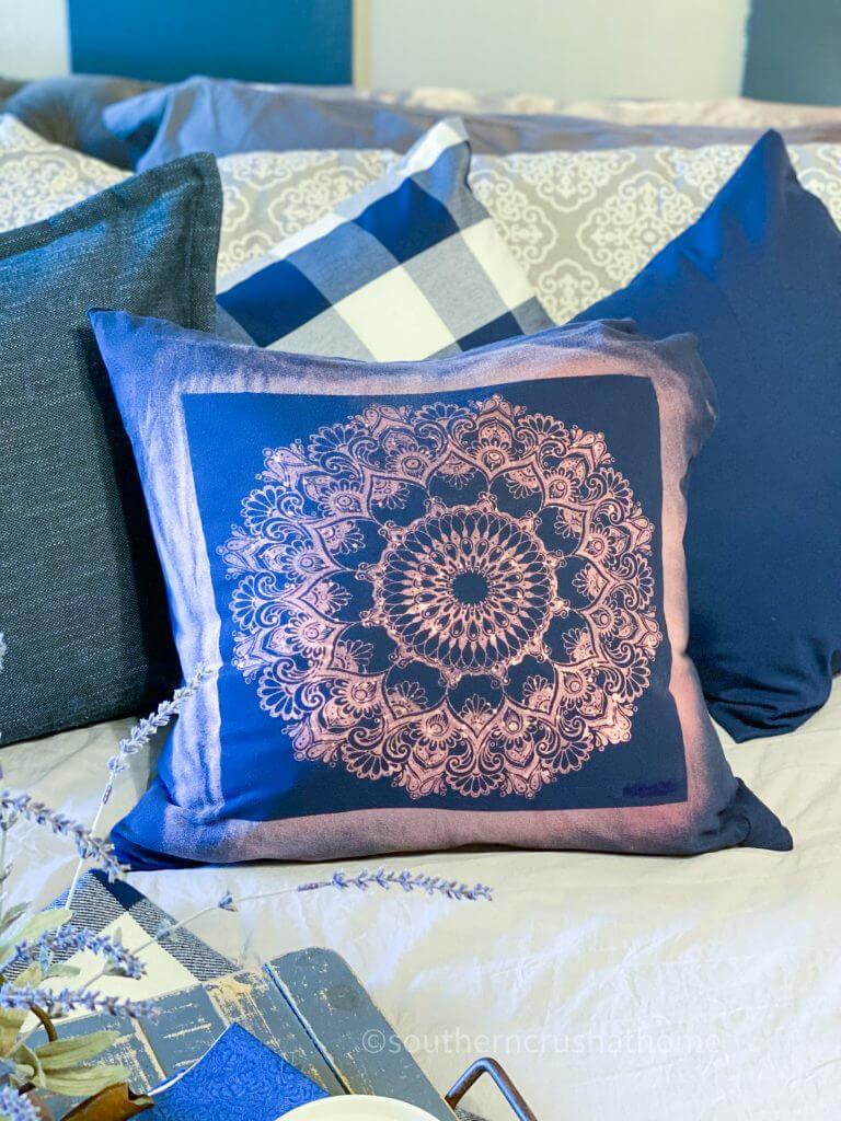 Reverse Tie Dye T-shirt Pillowcase final image