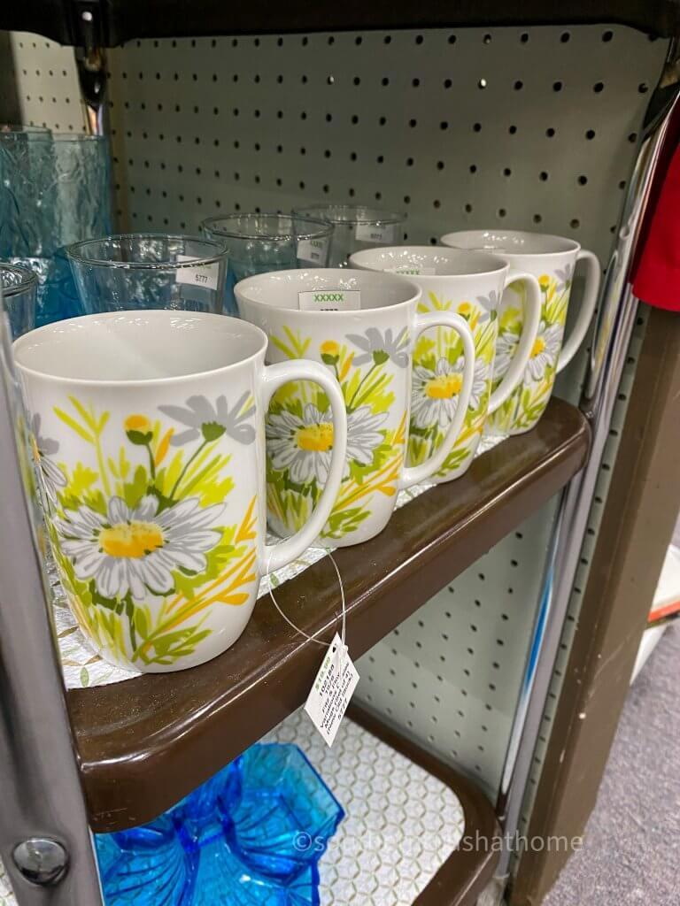 daisy tea cups