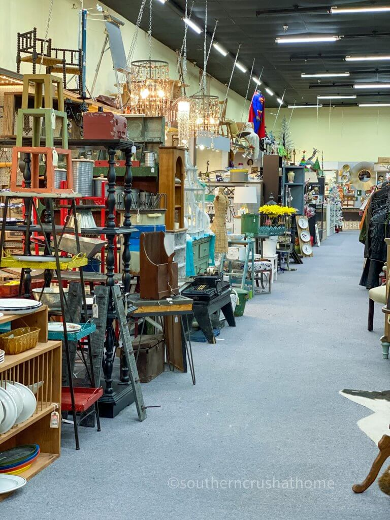 aisle at Lewisville Antique Gallery