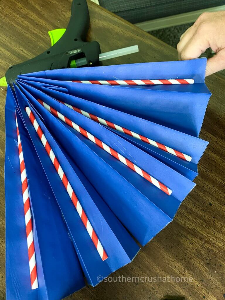 gift bags with straws for bunting