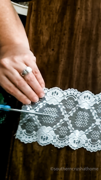 cutting ribbon for lace bow