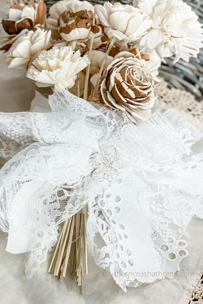 Featured Lace Messy Bow