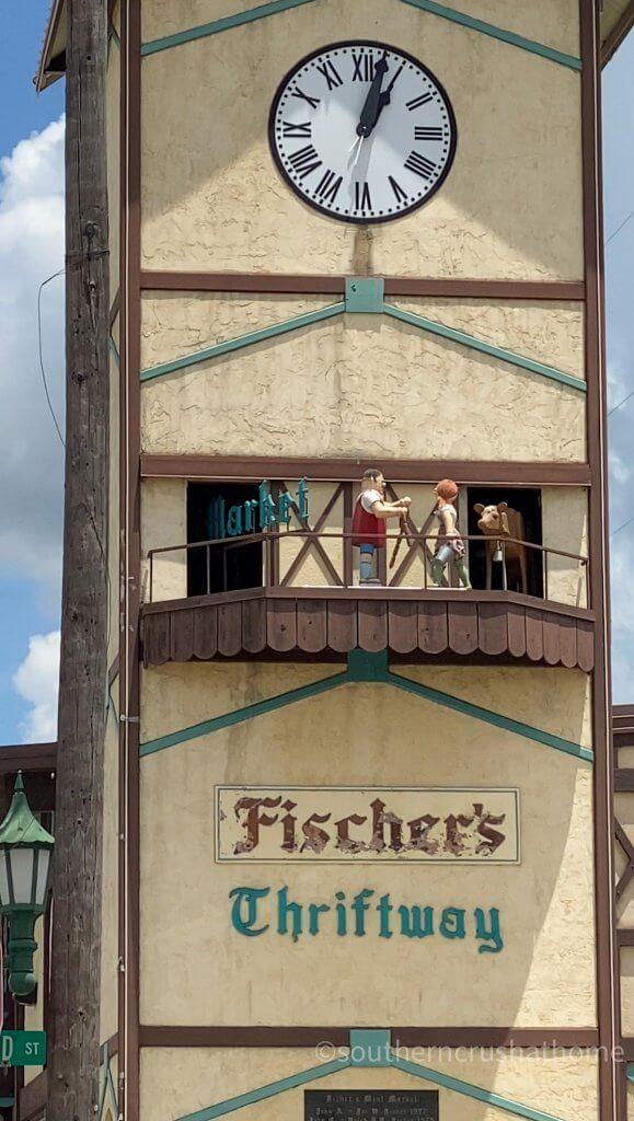 fischers market clock scene