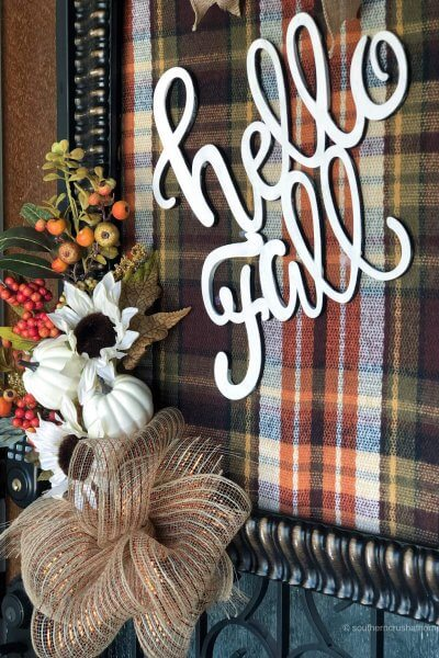 easy mesh bow shown on fall sign