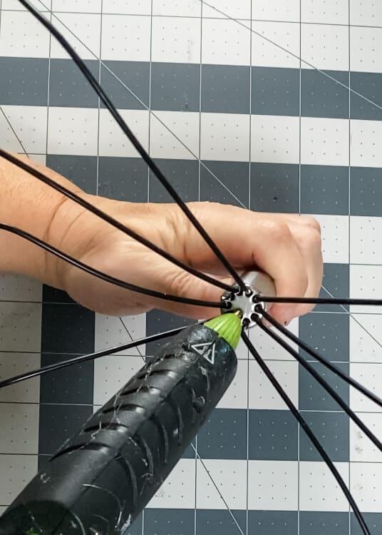 using hot glue gun to make spider