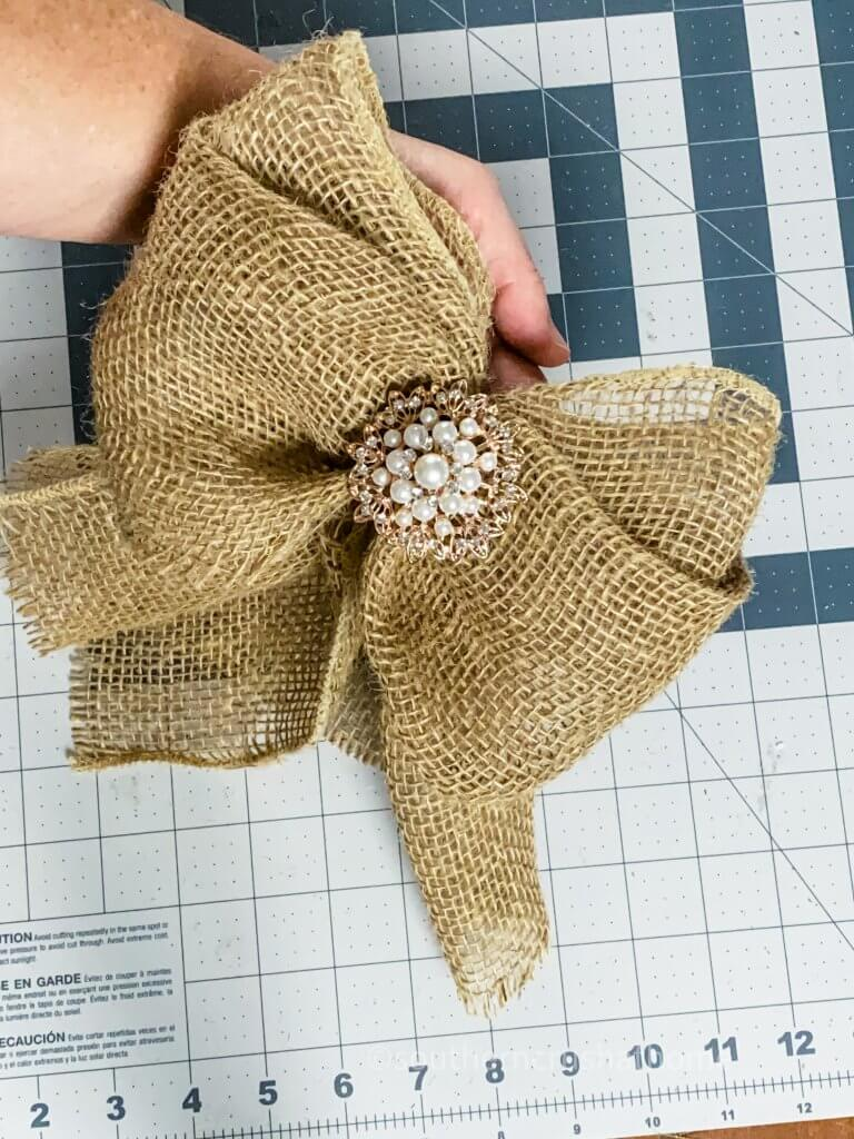 completed burlap bow done in five minutes
